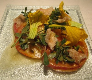 Ensalada de Tomates y Flores de Calabaza